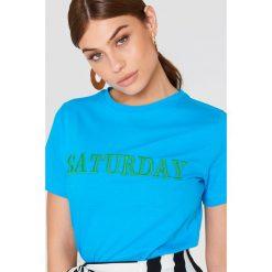 Trendyol T-shirt Every Day - Blue. Niebieskie t-shirty damskie Trendyol, z haftami, z dzianiny, z okrągłym kołnierzem. Za 80.95 zł.
