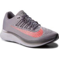 Buty NIKE - Zoom Fly 880848 004 Gunsmoke/Bright Crimson. Szare buty sportowe męskie Nike, z materiału. W wyprzedaży za 459.00 zł.