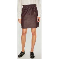Vero Moda - Spódnica Riley. Szare spódnice damskie Vero Moda, ze skóry ekologicznej. Za 89.90 zł.