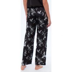 Etam - Spodnie piżamowe. Szare piżamy damskie Etam, z nadrukiem, z poliesteru. Za 119.90 zł.