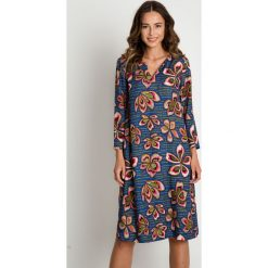 Prosta sukienka do kolan BIALCON. Szare sukienki damskie BIALCON, na lato, w kolorowe wzory, eleganckie, z długim rękawem. Za 299.00 zł.