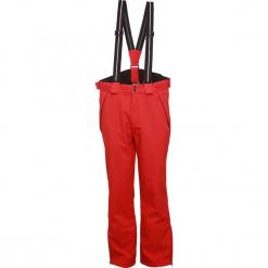 Spodnie narciarskie w kolorze czerwonym. Spodnie snowboardowe męskie marki WED'ZE. W wyprzedaży za 227.95 zł.