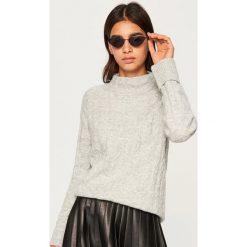 Sweter o warkoczowym splocie - Jasny szar. Szare swetry damskie Reserved, ze splotem. Za 89.99 zł.