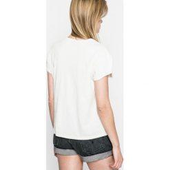 Pepe Jeans - Top. Szare topy damskie Pepe Jeans, z nadrukiem, z bawełny, z okrągłym kołnierzem, z krótkim rękawem. W wyprzedaży za 89.90 zł.