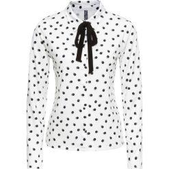 Bluzka shirtowa bonprix biało-czarny w kropki. Białe bluzki damskie bonprix, w kropki, z kokardą. Za 99.99 zł.