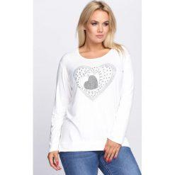 Biała Bluzka Awareness. Białe bluzki damskie Born2be, z aplikacjami, z okrągłym kołnierzem, z długim rękawem. Za 39.99 zł.