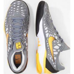 Nike Performance AIR ZOOM CAGE 3 CLY Obuwie do tenisa Outdoor cool grey/laser orange/black. Trekkingi męskie Nike Performance, z materiału, outdoorowe. Za 549.00 zł.
