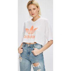 Adidas Originals - Top. Szare topy damskie adidas Originals, z nadrukiem, z dzianiny, z okrągłym kołnierzem, z krótkim rękawem. W wyprzedaży za 119.90 zł.