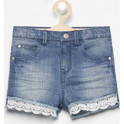 Jeansowe szorty z koronką - Niebieski. Spodenki dla dziewczynek Reserved, w koronkowe wzory, z jeansu. Za 59.99 zł.