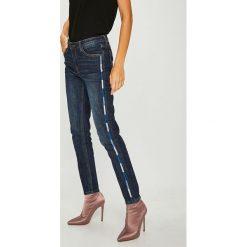 Answear - Jeansy. Niebieskie jeansy damskie ANSWEAR. W wyprzedaży za 139.90 zł.