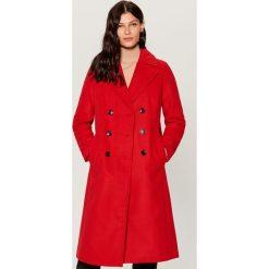Dwurzędowy płaszcz - Czerwony. Czerwone płaszcze damskie Mohito. Za 299.99 zł.