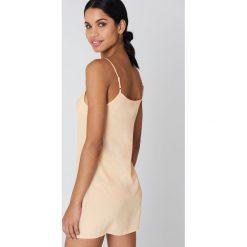 NA-KD Basic Sukienka z tkaniny Basic - Beige. Sukienki damskie NA-KD Basic, z tkaniny. Za 72.95 zł.