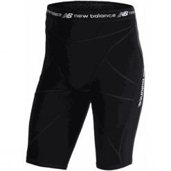 Szorty kompresyjne - MS710139BK. Czarne krótkie spodenki sportowe męskie New Balance, z materiału. W wyprzedaży za 129.99 zł.