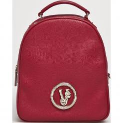Versace Jeans - Plecak. Czerwone plecaki damskie Versace Jeans, z jeansu. Za 719.90 zł.