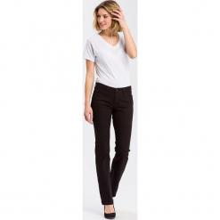 """Dżinsy """"Lauren"""" - Regular fit - w kolorze czarnym. Czarne jeansy damskie Cross Jeans. W wyprzedaży za 127.95 zł."""