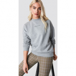 NA-KD Trend Bluza Passionate - Grey. Szare bluzy damskie NA-KD Trend, z nadrukiem, z dzianiny. Za 161.95 zł.
