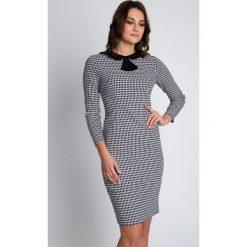 Biało-czarna sukienka z ozdobnym kołnierzykiem BIALCON. Białe sukienki damskie BIALCON, biznesowe. W wyprzedaży za 258.00 zł.