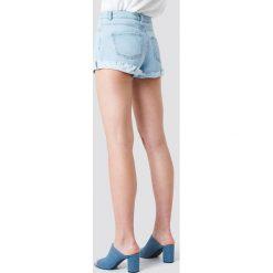 Schanna x NA-KD Szorty jeansowe basic - Blue. Niebieskie szorty damskie Schanna x NA-KD, z denimu. Za 141.95 zł.