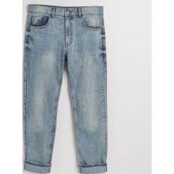 Jeansy regular fit z recyclingu - Niebieski. Jeansy męskie marki bonprix. W wyprzedaży za 49.99 zł.