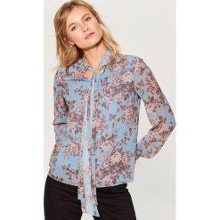 Koszula w kwiaty - Niebieski. Niebieskie bluzki damskie Mohito, w kwiaty. Za 99.99 zł.