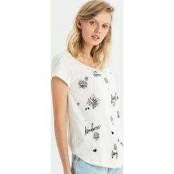 T-shirt z aplikacją z pereł - Kremowy. Białe t-shirty damskie Sinsay, z aplikacjami. Za 24.99 zł.