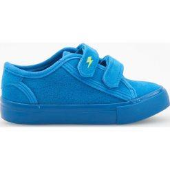Sneakersy zapinane na rzepy - Niebieski. Buty sportowe chłopięce marki bonprix. Za 59.99 zł.