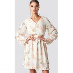 Trendyol Sukienka mini Powder Flower - Beige. Brązowe sukienki damskie Trendyol, z koronki, dekolt w kształcie v. Za 161.95 zł.