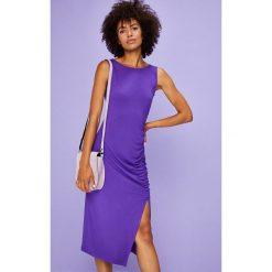 Answear - Sukienka Violet Kiss. Niebieskie sukienki damskie ANSWEAR, z dzianiny, casualowe, z okrągłym kołnierzem. W wyprzedaży za 59.90 zł.