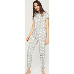 Dwuczęściowa piżama z nadrukiem all over - Jasny szar. Szare piżamy damskie Sinsay, z nadrukiem. Za 59.99 zł.