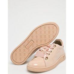Guess Jeans - Buty. Brązowe obuwie sportowe damskie Guess Jeans, z gumy. W wyprzedaży za 349.90 zł.