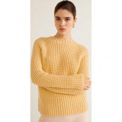Mango - Sweter Noosa. Brązowe swetry damskie Mango, z dzianiny, z okrągłym kołnierzem. Za 159.90 zł.