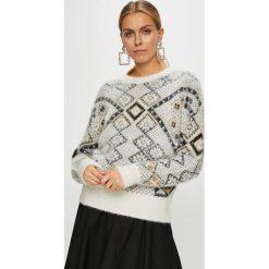Desigual - Sweter. Szare swetry damskie Desigual, z bawełny, z okrągłym kołnierzem. Za 449.90 zł.