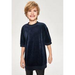 Welurowa bluza z krótkim rękawem - Granatowy. Bluzy dla chłopców Reserved, z weluru, z krótkim rękawem. W wyprzedaży za 24.99 zł.