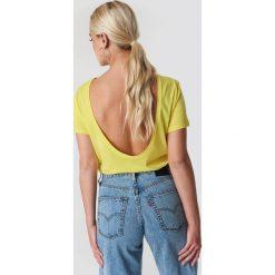 NA-KD Basic T-shirt z odkrytymi plecami - Yellow. Żółte t-shirty damskie NA-KD Basic, z bawełny, z dekoltem na plecach. W wyprzedaży za 37.07 zł.