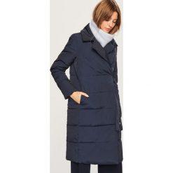 Pikowany płaszcz - Granatowy. Płaszcze damskie marki FOUGANZA. W wyprzedaży za 249.99 zł.