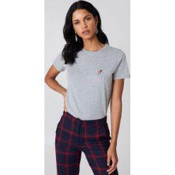 NA-KD T-shirt z haftowaną różą na piersi - Grey. Szare t-shirty damskie NA-KD, z haftami, z bawełny. Za 40.95 zł.