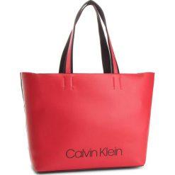 Torebka CALVIN KLEIN - Collegic Shopper K60K604457 626. Czerwone torebki shopper damskie Calvin Klein, z materiału. Za 649.00 zł.