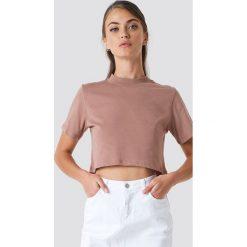 NA-KD Krótki t-shirt - Pink. Różowe t-shirty damskie NA-KD, z okrągłym kołnierzem. Za 52.95 zł.