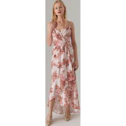 dd83cba1d3 Maxi sukienka w kwiaty - Różowy. Sukienki damskie marki Mohito. Za 179.99  zł.