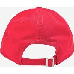 New Era - Czapka. Czerwone czapki i kapelusze męskie New Era. W wyprzedaży za 79.90 zł.
