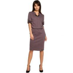 Sukienka sportowa podwijane rękawy bee-056. Brązowe sukienki damskie BEE, z dresówki, biznesowe. Za 139.90 zł.