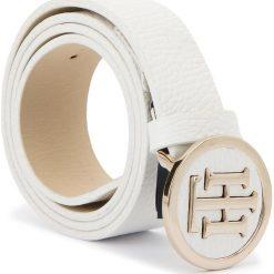 Pasek Damski TOMMY HILFIGER - Th Round Buckle Belt 3.0 AW0AW05366 75 104. Białe paski damskie Tommy Hilfiger, w paski, ze skóry. Za 279.00 zł.