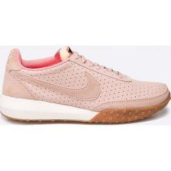 Nike Sportswear - Buty Roshe Waffle RCR NM PRM. Szare obuwie sportowe damskie Nike Sportswear, z materiału. W wyprzedaży za 239.90 zł.