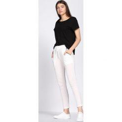 Białe Spodnie Dresowe Tranquility. Białe spodnie dresowe damskie Born2be, z dresówki. Za 24.99 zł.