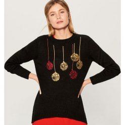 Świąteczny sweter ze świecącymi lampkami - Czarny. Czarne swetry damskie Mohito. Za 99.99 zł.