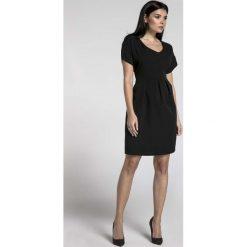 Czarna Wizytowa Sukienka Bombka z Dekoltem V. Czarne sukienki damskie Molly.pl, wizytowe, dekolt w kształcie v, z krótkim rękawem. W wyprzedaży za 145.92 zł.
