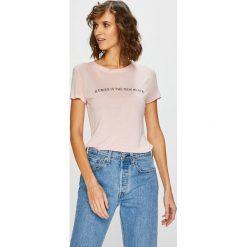 Guess Jeans - Top. Szare topy damskie Guess Jeans, z aplikacjami, z dzianiny, z okrągłym kołnierzem, z krótkim rękawem. Za 169.90 zł.