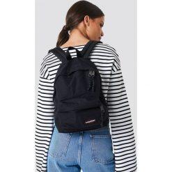 Eastpak Plecak Orbit - Black. Czarne plecaki damskie Eastpak, w paski. Za 181.95 zł.