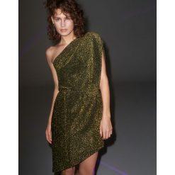 Brokatowa sukienka na jedno ramię - Zielony. Zielone sukienki damskie Reserved. Za 119.99 zł.