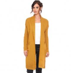 """Kardigan """"Liliane"""" w kolorze musztardowym. Żółte kardigany damskie Cosy Winter, prążkowane. W wyprzedaży za 159.95 zł."""